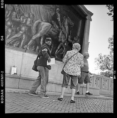 Shaw and the Fifty-Fourth (Vlocia) Tags: robertgouldshaw 54thmassachusetts bostoncommon film kodak tmax400 tlr memorial bronze relief sculpture augustussaintgaudens boston