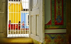 in and out ... (miriam ulivi) Tags: street people window colors cuba finestra trinidad interno nikond3200 miriamulivi