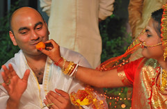 Mau_Wed__268 (Mukul Banerjee (www.mukulbanerjee.com)) Tags: wedding india bride nikon delhi traditional ceremony may d60 weddingphotography 2015 bengaliwedding chakraborty bhattacharya bengalibride maumita nikon2470mmf28 ranjay