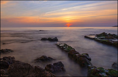 L'Escala (antoniocamero21) Tags: costa color marina mar agua foto sony paisaje girona amanecer cielo catalunya brava rocas lescala larga exposicin