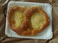 Found Pretzel Face (mkorsakov) Tags: foundface pretzel münster mahlzeit mittach puddingteilchen