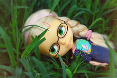 Lottie <3 ADAW 28/52 (Antique Wolf) Tags: lottie kenner blythe blonde side part seven lines yellow yellowed rement briad grass pretty cute adorable sweet kawaii kennerblythe line denium skirt t shirt socks green eyes pullring antique wolf vintage 1972 1974 nature photography photo barbie blue brown bow ribbon pink