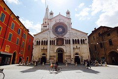 Passeggiata grandangolare (...my point of view) Tags: passeggiata grandangolo street basilica modena 2016