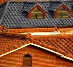 SEOUL BUKCHON HANOK VILLAGE ROOF (patrick555666751) Tags: seoulbukchonhanokvillageroof seoul bukchon hanok village roof toit asie asia east south korea coree du sud