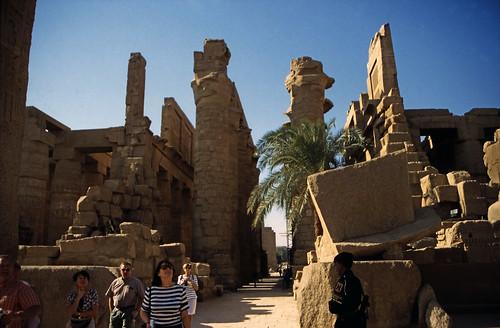"Ägypten 1999 (318) Karnak-Tempel: Tempel des Amun-Re • <a style=""font-size:0.8em;"" href=""http://www.flickr.com/photos/69570948@N04/28874406562/"" target=""_blank"">View on Flickr</a>"