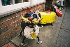 Metal cat sculpture (Matthew Paul Argall) Tags: elikon35c belomo fujicolor100 100speedfilm 100isofilm metal statue ornament metalart metalsculpture 35mmfilm cat brick bricks
