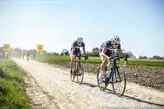 _DSC3642-BorderMaker (Thomas-Maheux) Tags: road paris france bike race landscape cycling nikon hell hard bikes pro paysage nord d3 roubaix pavé parisroubaix d600 cyclisme