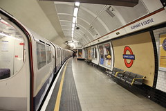 Queen's Park train about to leave Elephant & Castle Station (Snappy Pete) Tags: uk greatbritain england london architecture buildings transport tube trains londonunderground railways southwark railroads stations northernline tubestations southeastlondon bakerlooline undergroundstations