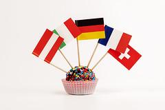 Dolce mondo (/claudiolanzi1982) Tags: italia confetti dolce svizzera compleanno francia olanda germania pasticceria bandiere zucchero tartufo pasticcino stuzzicadenti bandierine