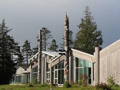 cloudy view (Szymek S.) Tags: canada village britishcolumbia totem carving pole totempole longhouse haida skidegate haidagwaii haidaheritagecentre ayllnagaay