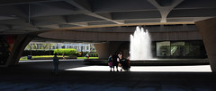 Family and fountain (D70) Tags: park family usa fountain mall is dc washington downtown united capital national states the