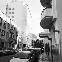 Rua Ferreira Viana (Samory Sundjata) Tags: brazil blackandwhite bw rio brasil riodejaneiro square de photography blackwhite foto br rj janeiro catete outdoor bra samsung pb squareformat rua grayscale fotografia inkwell pretoebranco architeture carioca flamengo praiadoflamengo 021 bairrodoflamengo sundjata iphoneography errejota arquiteturadoriodejaneiro instagramapp uploaded:by=instagram samsungexpress 021rio samorysundjata