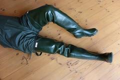 Afternoon in Green. (essex_mud_explorer) Tags: green vintage boots gates rubber thigh hunter waders rainwear gummistiefel thighboots cuissardes madeinscotland bibandbraces rubberlaarzen watstiefel coarsefisher thighwaders