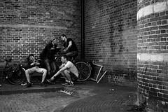 In the edge (Hans Dethmers) Tags: church men mannen streetlife straatfotografie streetphoto street hansdethmers