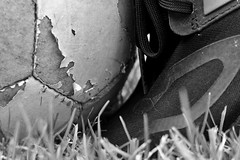 Old games, old football (G. Lang) Tags: explored blackwhite monochrome schwarzweis macro gras bw grass einfarbig blackandwhite noiretblanc sonyrx100iii makro macromondays fusball soccer football sportschuh chaussuresdesport sportsshoes rasen summerolympicsports textur