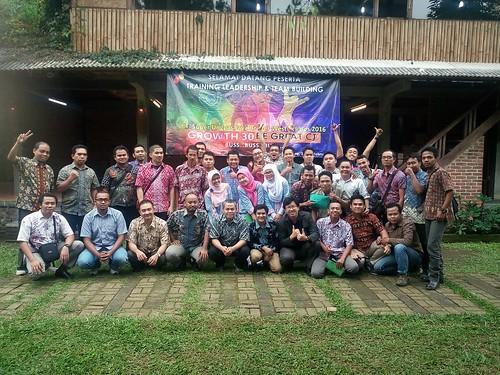 "Super Unggas Jaya bersama dengan Sanbe Group. Thanks buat para leader dari wilayah Barat Indonesia. • <a style=""font-size:0.8em;"" href=""http://www.flickr.com/photos/41601386@N04/28508415025/"" target=""_blank"">View on Flickr</a>"