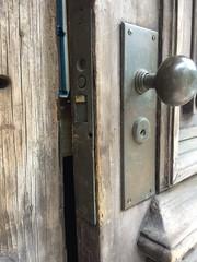 Haunting Savannah (linkoly) Tags: door haunted savannah georgia wood architecture ghosts paranormal cse627zobel2016