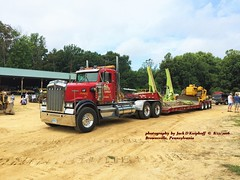 Kenworth, 8/13/2016 (jackdk) Tags: truck semi semitruck kw kenworth truckshow tractortrailer trailer dropdeck