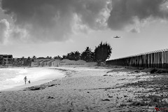 Permission to land (Picardo2009) Tags: caribbean caribe flickr saintmartin simpsonbay sintmaarten beach playa travel viajes pristine blackwhite dailylife landing land plane airport princessjulianainternationalairport princess juliana