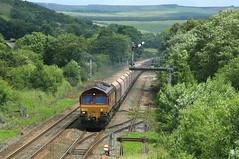 DB Rail UK 66130 @ Edale (Sicco Dierdorp) Tags: uk stone forest manchester district sheffield shed peak rail db semaphore dbs edale hopevalley schenker cemex class66 beveiliging ews mechanische chinley armsein steentrein