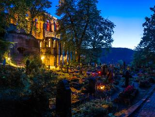 Burg und Klosterruine Oybin mit Bergfriedhof