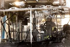 Incendio em onibus Marginal Tiete 12jul2016-101.jpg (plopesfoto) Tags: carros nibus fogo fumaa polcia incndio cet chamas bombeiros marginaltiet passageiros trnsito cobom