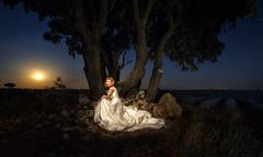 Postboda nocturna (el_farero) Tags: wedding moon canon mark iii boda 5d novia lavanda postboda farero iluminacinselectiva pasinenesencia