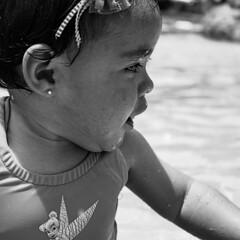 Perfil (Gayoausius) Tags: blancoynegro bw baby portrait retrato pool alberca piscina