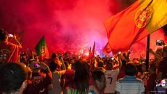 Marcoussis - 3:22 (Paulo S. Gonalves) Tags: bus portugal bandeira canon flag supporter portuguese champions seleco portuguesa drapeau autocarro marcoussis campies eos1000d euro2016 paulosgonalves