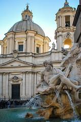Ms de la Piazza Navona (Leandro Fridman) Tags: escultura estatua piazza navona edificio arquitectura agua fuente cielo roma italia nikon d60