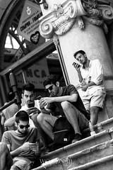 La moderna comunicacin (Sascha Holznagel) Tags: mercado valencia schwarzweis personen street strasenfotografie streetphotography monochrome menschen people blackandwhite smartphone spanien espaa spain treppen tourismus canoneos600d canon canon50mmf14 50mm