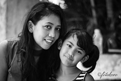 Mom and Daughter (koroisthebest) Tags: f18 ccdsensor blackandwhite 75mm leicam8 voigtlander leica