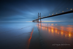 Playing with lights (FredConcha) Tags: pvgvascodagamabridge lisboa tagus river sunrise lights morning landscape expo98 pvg vascodagamabridge ponte bridge