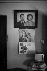 elmundodeayer (bolano) Tags: blanco y negro black white el mundo de ayer salón antiguo segovia españa tele cuadro canon 5d mark ii sigma 35 14 dt photo