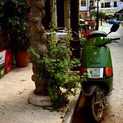 Vespa (Majohnaise) Tags: green groen vespa kreta scooter greece crete griekenland archanes