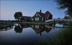 Zaanse Schans (jeanny mueller) Tags: holland niederlande gracht haus house kanal chanal water sunset bridge light landscape blue netherlands