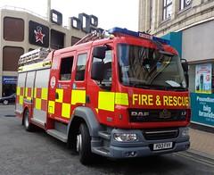 PO13FVV Lancashire Fire and Rescue Service on Bank Hey Street, Blackpool (j.a.sanderson) Tags: blackpool po13fvv lancashirefrs daf pump pumpladder l30p1 lancashirefireandrescueservice lf 22250 browns bodywork fireengine firepump fireappliance