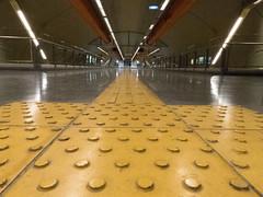 #4- El color amarillo (Letua) Tags: buenosaires recoleta urbano piso floor amarillo perspectiva lineas subte