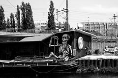 Gaststtte an der Spree in Berlin (ingrid eulenfan) Tags: berlin spree gaststtte gastronomie fischgaststtte graffiti skeleton skelett skull schiff wasser restaurant
