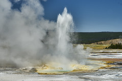 Midway Geyser Basin, Yellowstone NP (swissukue) Tags: yellowstone geyser midwaygeyser water fountain wyoming sony a7 ilce7 flickrclickx