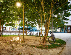 Spotlight - Am Kornmarktplatz (macplatti) Tags: street place space trees green city urban square shadow schatten afternoon sunglow bycicle fahrrad peace frieden blue yellow blau gelb bregenz vorarlberg austria aut