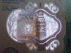 Big Ben and the new 5 note (XopherD) Tags: 5 fiver bankofengland bigben parliament