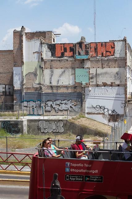 Los Turistas y Grafitti