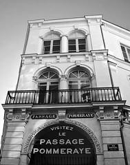11 - Nantes, Passage Pommeray (melina1965) Tags: pays de loire loireatlantique nantes juillet july 2016 nikon d80 noiretblanc blackandwhite bw faade faades fentre fentres window windows balcon balcons balcony balconies