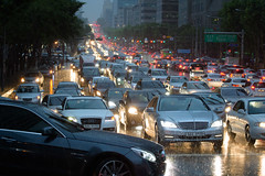 Rush Hour (@Tuomo) Tags: rain evening nikon df traffic korea seoul rushhour nikkor southkorea heavyrain 70200mm4
