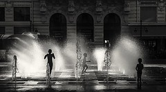 337/365 Transparency (darioseventy) Tags: transparency trasparenza backlight controluce biancoenero bn bnw bw blackanwhite kids fontana fountain acqua water summertime summer estate