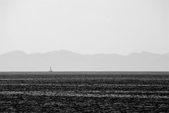 Tirreno (pjarc) Tags: italy italia toscana isola island elba mare sea tirreno barca boat veduta view costa coast italiana acqua water cielo sky skyline foto photo digital black white bw biancoenero macchina camera nikon d200 lens zoom sigma 28300mm dx nofullframe allaperto giugno june 2014