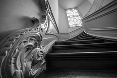 classic staircase (Blende1.8) Tags: classic stair staircase treppe treppenhaus stairway perspective wideangle wide voigtlnder voigtlaender 10mm sony alpha ilce7m2 a7ii a7m2 architecture architektur dordrecht netherlands niederlande holland carstenheyer indoor interior mono monochrome black white