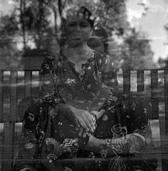 S & s.  (Double exposure). (imanol6x6) Tags: trix 400 kodak 120 6x6 500x500 film bw blackandwhite mediumformat mf nophotoshop rolleiflex trl f28 sansebastian donostia eh street portrait doubleexposure