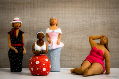 Mulheres de verdade (pottereitions) Tags: caly clay art inside indoors led lighting cold brazil brasil mulher woman women fat skinny people world dress dresses colors cores vida arte argila barro tinta paint still